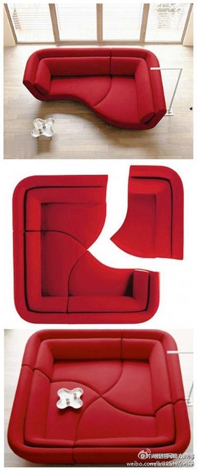 3. Tampil dramatis dengan sofa merah