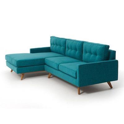 4. Suasana tenang dengan sofa biru