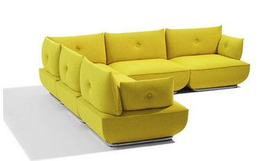 6. Cerah ceria dengan sofa kuning