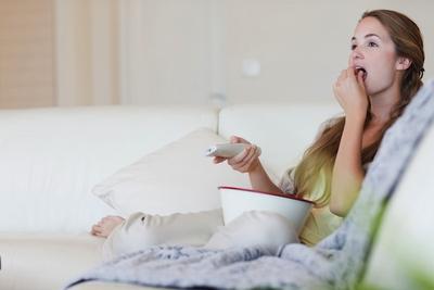 1. Matikan TV dan Letakkan Buku Saat Makan