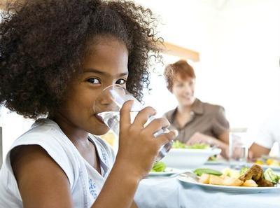 4. Selingi Dengan Minum Air Putih