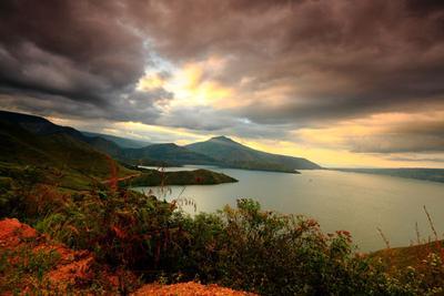 1. Danau Toba