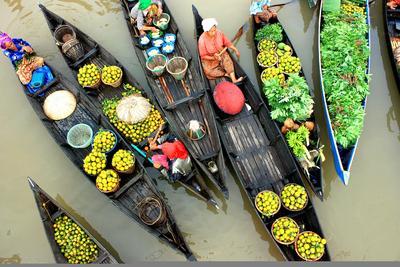 1. Pasar Terapung Muara Kuin