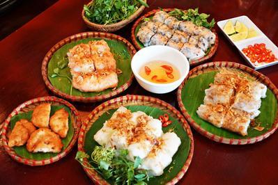 6. Makan Ala Warga Lokal