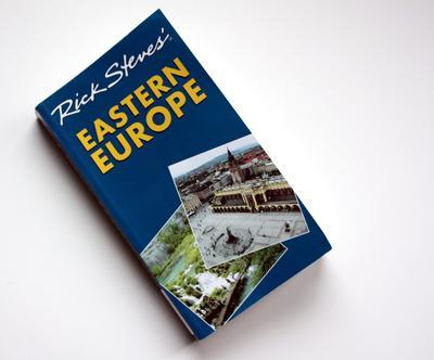 8. Buku Panduan Wisata
