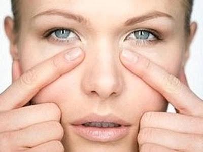 Kosmetik Tepat Untuk Menutupi Mata Panda