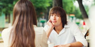 4. Membicarakan Pria Lain