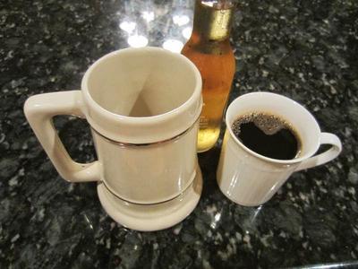 9. Hindari Alkohol dan Kafein