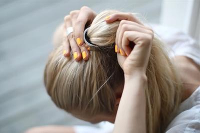 Kurangi Mengikat Rambut