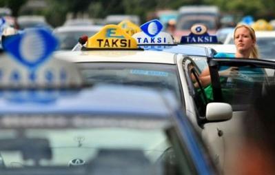 Panggil Taksi Dengan 5 Aplikasi Ini