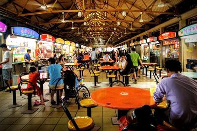 1. Makan di Hawker Food Market