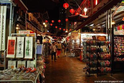 10. Jalan-jalan di Chinatown