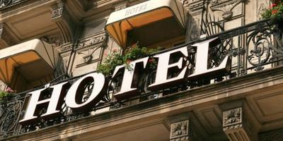2. Menginap di Hotel yang Terlalu Jauh dari Obyek Wisata