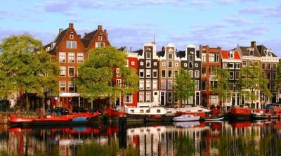 8. Amsterdam, Belanda