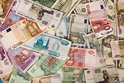 3. Kamu koleksi mata uang dari negara-negara yang telah dikunjungi