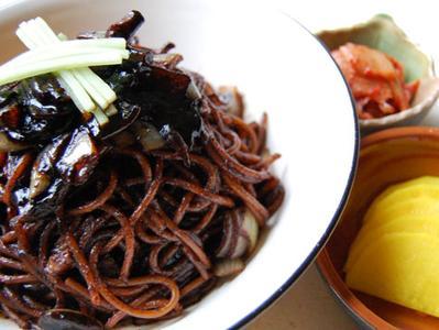 Daftar Makanan yang Sering Muncul di Drama Korea