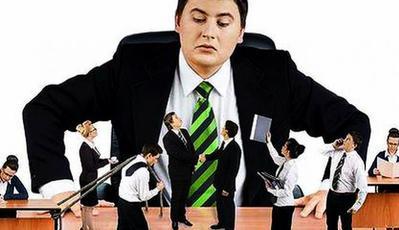 6. Pria Merasa Dialah Bosnya