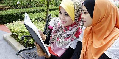 1. Gunakan Hijab yang Simpel