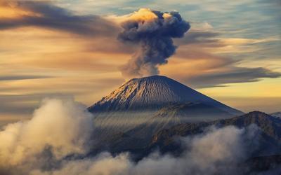 2. Gunung Semeru - Malang