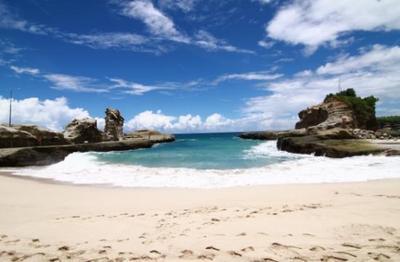 9. Pantai Klayar - Pacitan