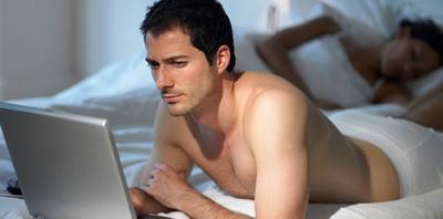 2. Pasangan Mulai Over Protektif Terhadap Barang Pribadi atau Akun Media Sosial