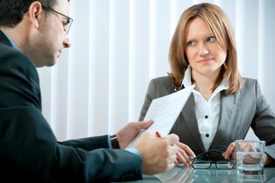 5. Membicarakan Sisi Pribadi secara Berlebihan