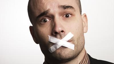 7. Menceritakan Keburukan Perusahaan atau Atasan Terdahulu