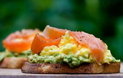Salmon Asap dan Telur