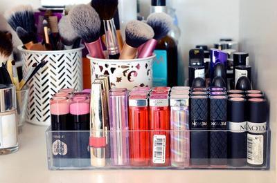 6. Belajar Make Up