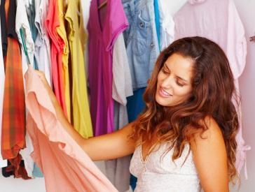 Memilih Warna Baju yang Menonjolkan Warna Kulit