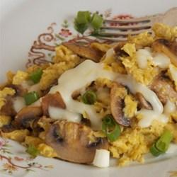 Menu Sarapan Scrambled Eggs Mushrooms dengan Sentuhan Italia
