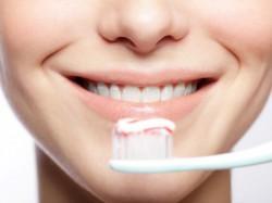Menyikat Bibir Saat Sikat Gigi