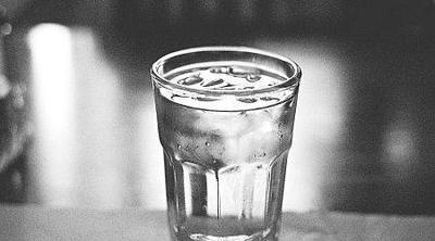 4. Cukup Minum Air Putih