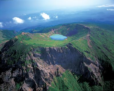 3. Gunung Halla