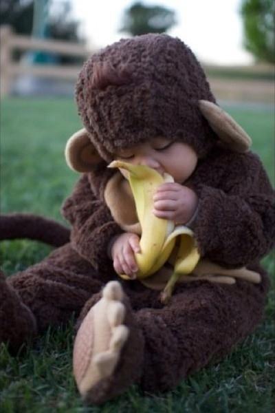 """""""Ibu, tolong kupasin pisangnya dong!"""""""