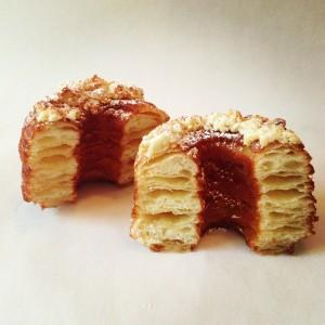 Nikmatnya Perpaduan Unik Antara Croissant dan Donat
