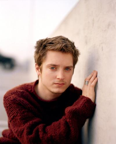 Bintang The Lord of The Ring, yang sudah akrab dengan kita, si Hobbit Elijah Wood.