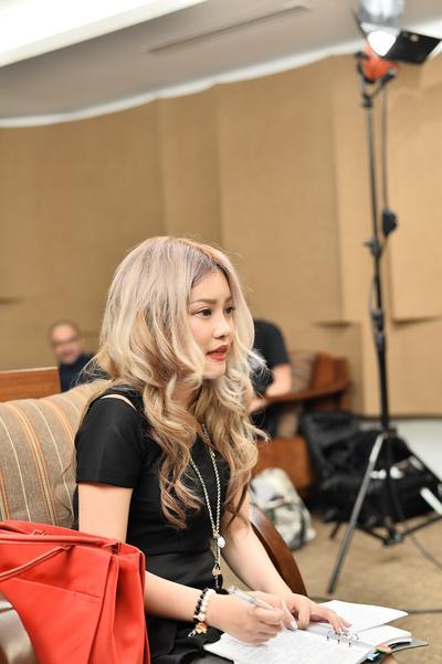 HYDE VAMPS Mencicipi Manisnya Penggemar Indonesia di Japan Night oleh Stella Lee