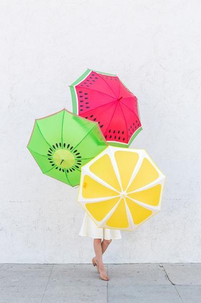 6. Atau Pilih Payung dengan Nuansa Buah yang Menyegarkan Seperti Ini.