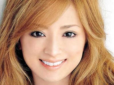 Melihat Wajah Ayumi Hamasaki di Iklan Komersial Jepang.