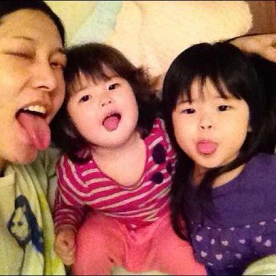 Kumpulan Foto Kebersamaan Miyavi dan Putri-Putrinya.