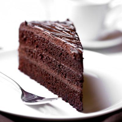 Fact #5 : Penggila Chocolate Cake, Ayam, dan Inari Zushi