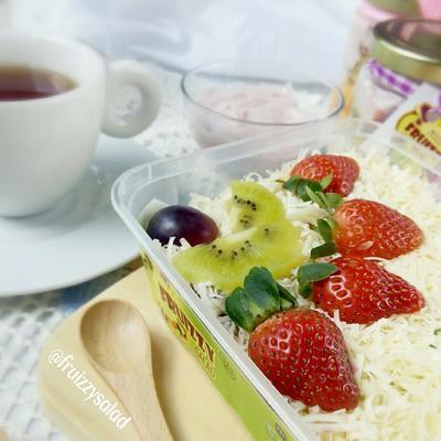 Mencoba Diet Dengan Fruizzy Salad