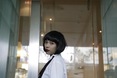 Tampil Cantik Dengan Monokrom ala Fashion Stylist Ajeng Swastiari