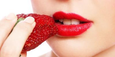 Ikuti 15 Tips Ini untuk Memerahkan Bibir Secara Alami
