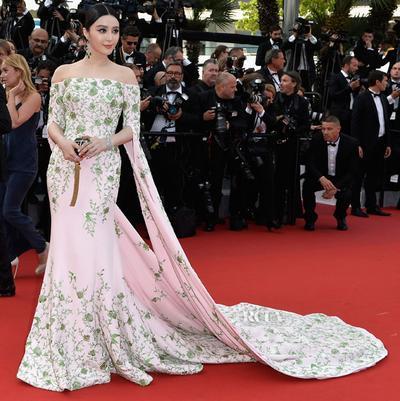 Parade Gaun Cantik di Cannes Film Festival