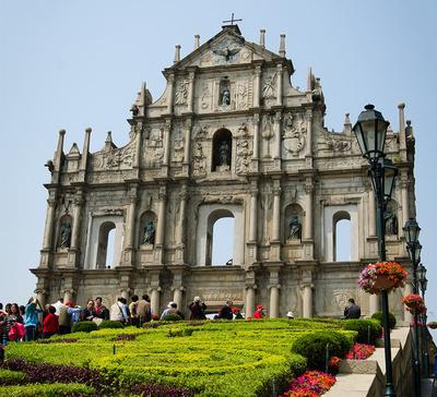 1. Reruntuhan Gereja St. Paul's