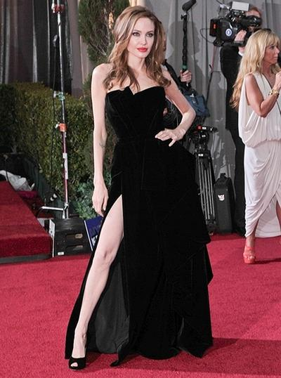 Putri Jasmine dalam Gaun Ala Angelina Jolie pada Ajang Piala Oscar Tahun 2012