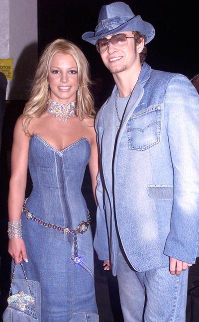 Rapunzel & Flynn Rider dalam Dress Ala Britney Spears & Justin Timberlake pada American Music Awards Tahun 2001