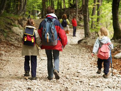 Tips Hiking yang Menyenangkan Bersama Buah Hati